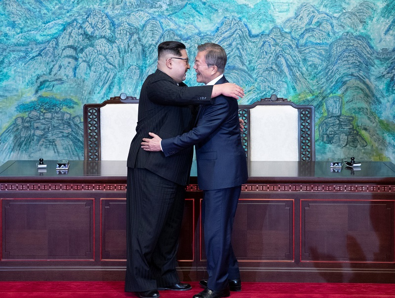 20180430-Kim and Moon Hug.jpg