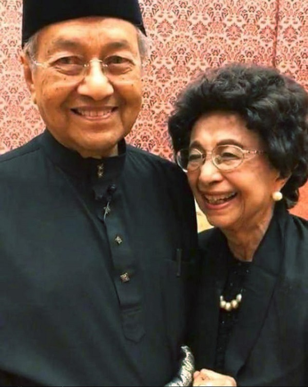 Mahathir and wife.jpg