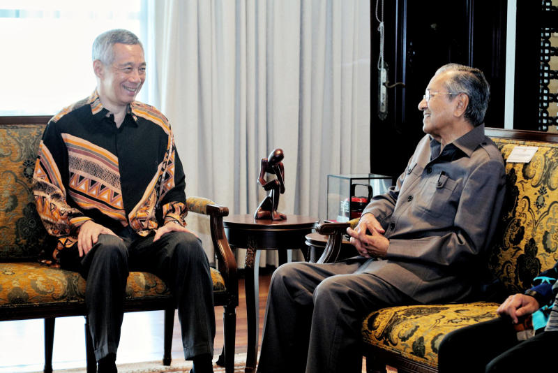 280528 PM lee and mahathir(PM fb).jpg