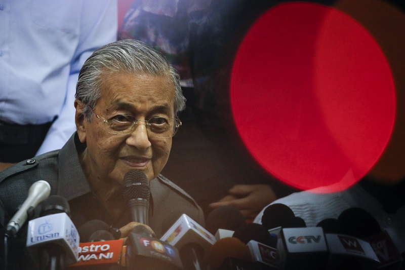 Mahathir and little red dot.jpg