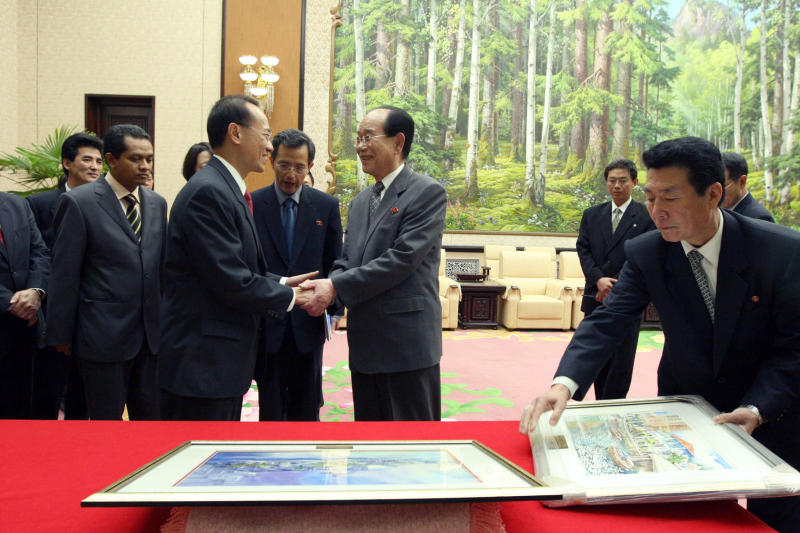 kim yong nam and GY.jpg