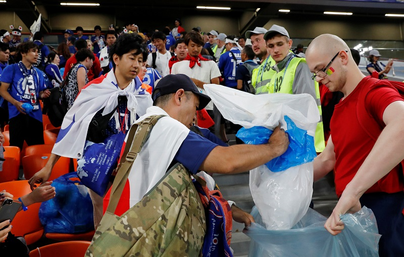 20180625-Jap supporters clean up.jpg