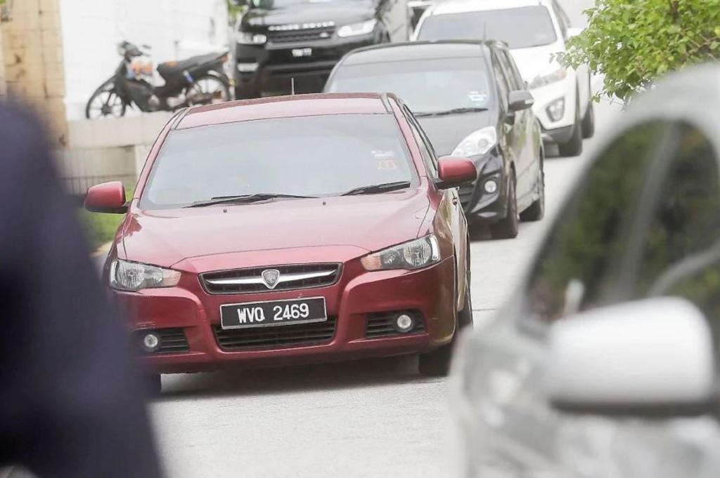 najib red car.jpg