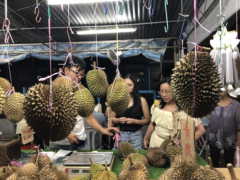Durian at the stall05.jpg