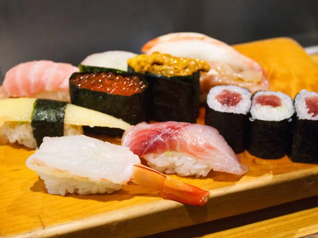 Sushi in Tokyo.jpg