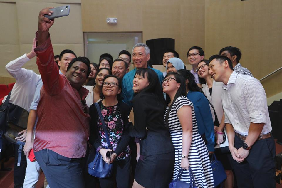 PM lee NDR wefie.jpg