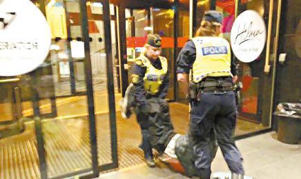 中國客稱遭瑞典警員粗魯對待,惹起軒然大波。互聯網.jpg