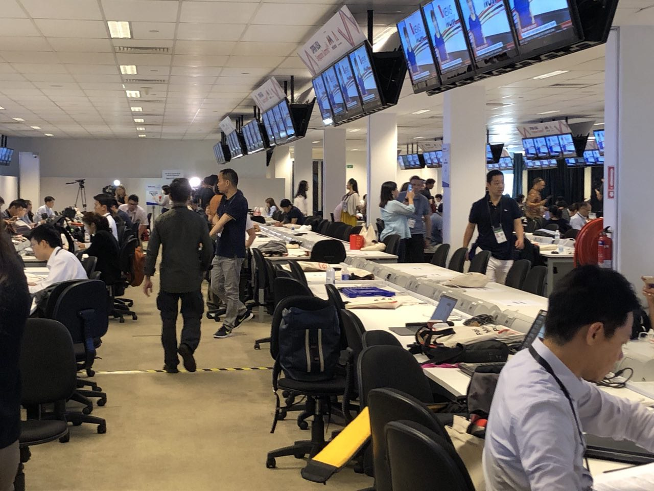 研究网络假信息问题的新加坡国会特选委员会公布最终报告