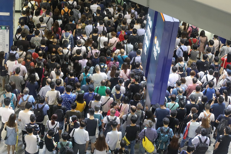 HK after Typhoon - Back to work.jpg