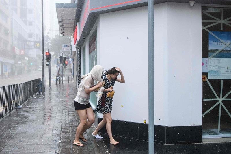 Mankhut-HK Streets02.jpg