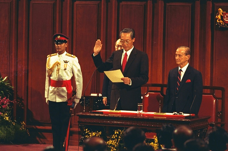 20181108-GCT swearing in as PM in 1990.jpg