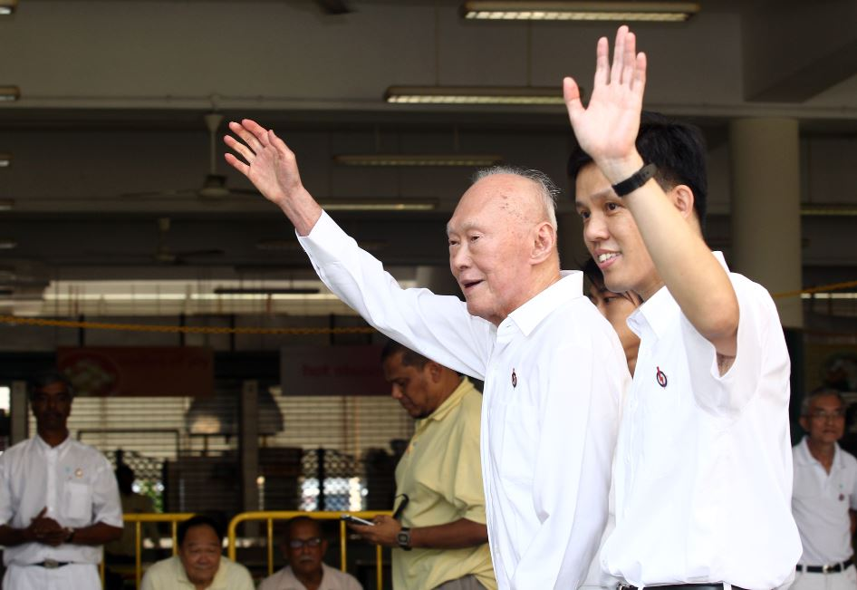 singapore's chan chun sing and lee kuan yew at GE 2011.JPG