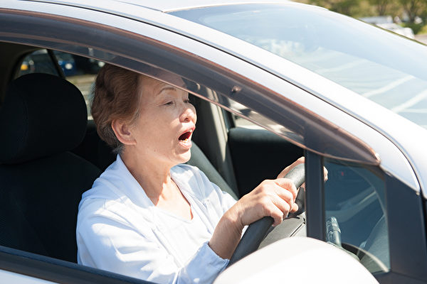 elderly driving.png