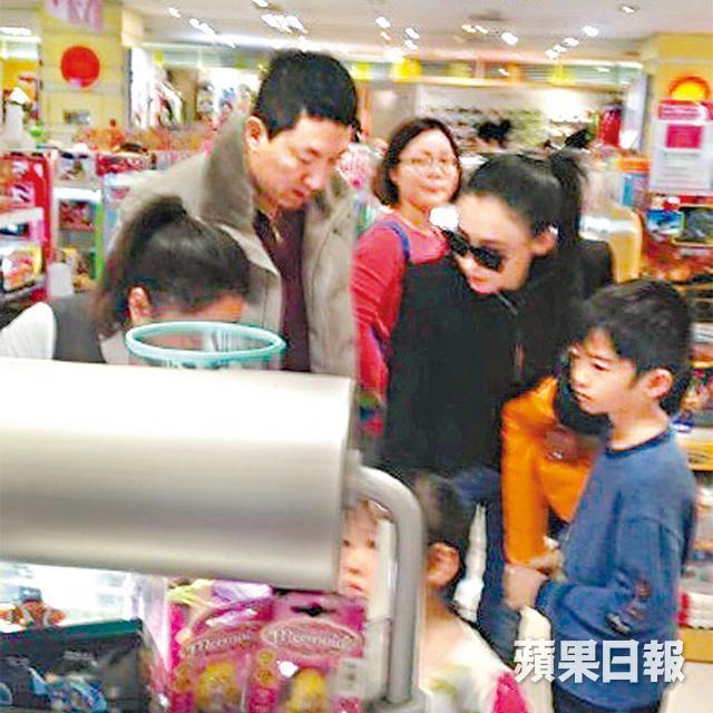 张柏芝为65岁新加坡餐饮富豪产下儿子