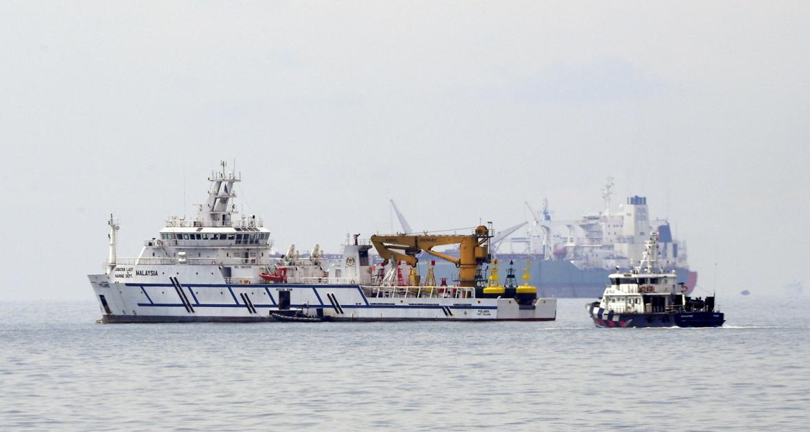 st_A Malaysian government vessel, the Polaris (left), near a Singapore Police Coast Guard vessel (right) in the waters off the Tuas View Extension.jpg