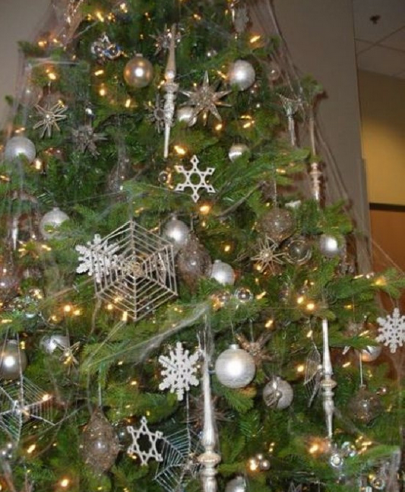 Spider web on Chistmas trees.png