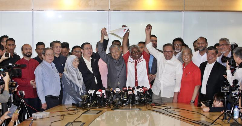 20190226-Mahathir and his leaders.jpg