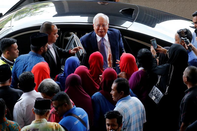 20190403-Najib and the red hijab.jpg