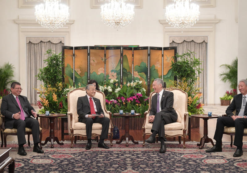 20190408 PM lee and Mahathir in Spore ST.jpg