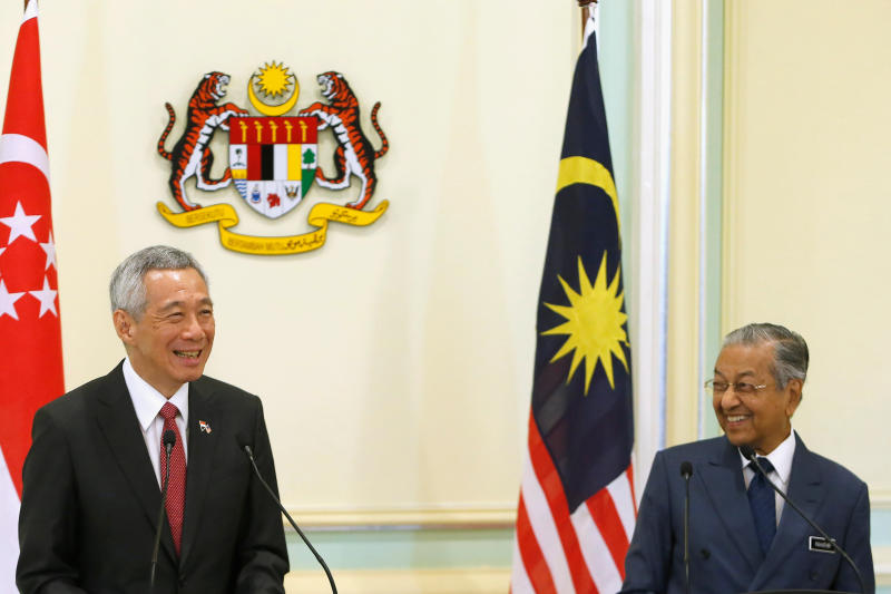 20190409 LHL and mahathir reuters1.jpg