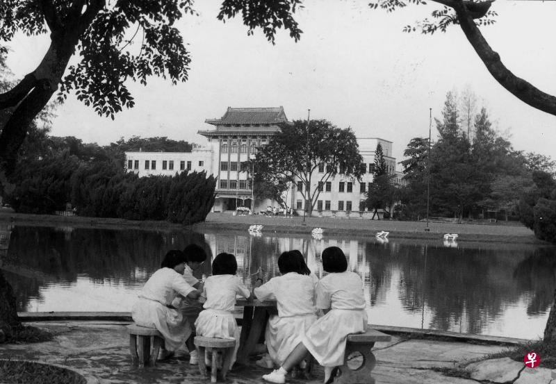 20190415-chung cheng High Black white with students.jpg