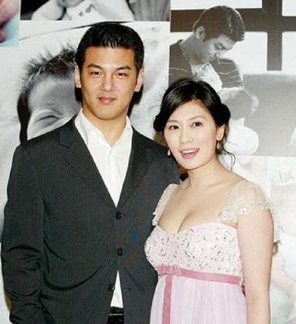 Jia Jingwen and Sun Zhihao.jpg