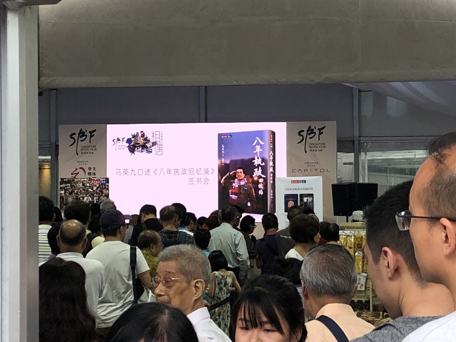 20190605-book signing01.jpeg