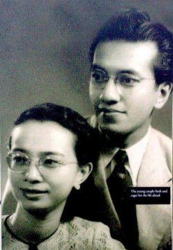 Young-Mahathir-Mohamad-and-Siti-Hasmah.jpg