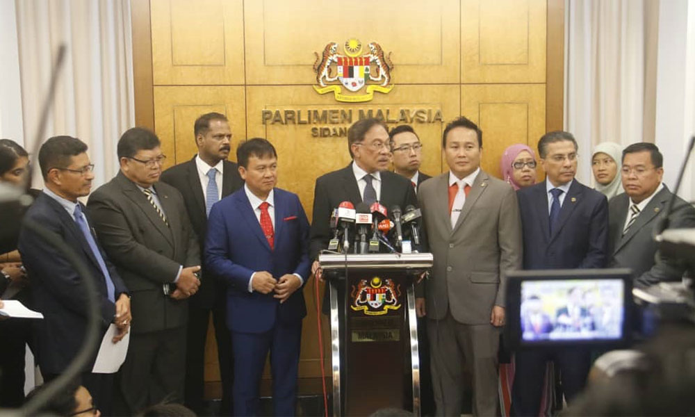20190718 anwar press flanked by mps.jpg