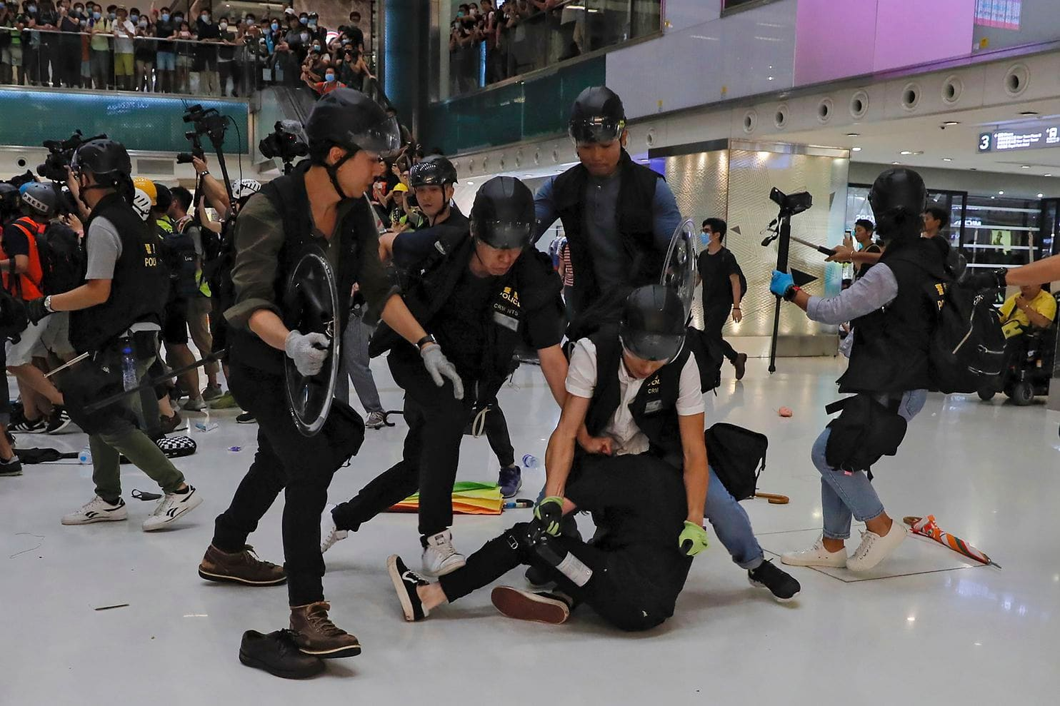 250719 hk police finger.jpg