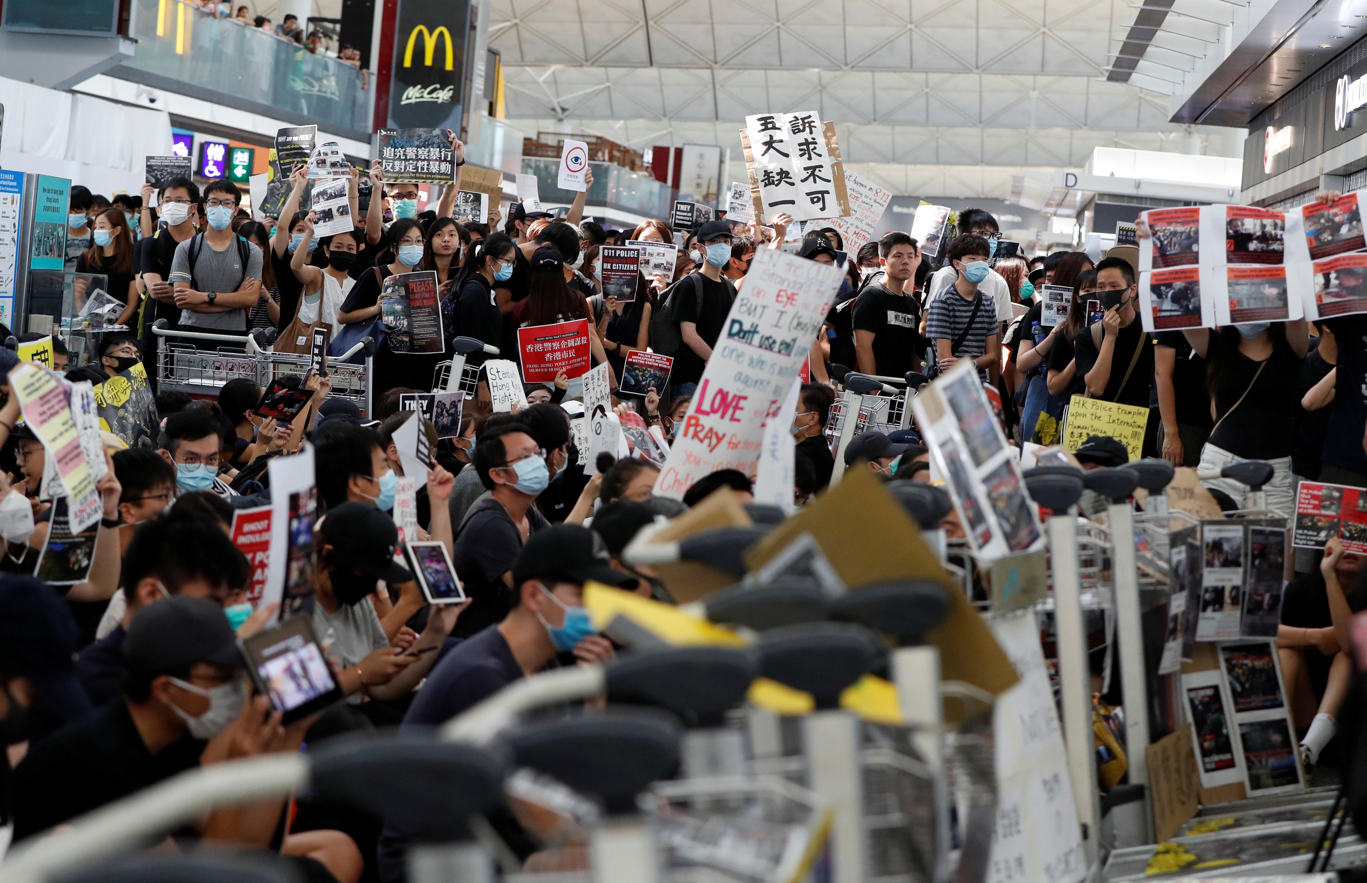 20190911 2019-08-13T071706Z_1594351791_RC15E9A929D0_RTRMADP_3_HONGKONG-PROTESTS.JPG
