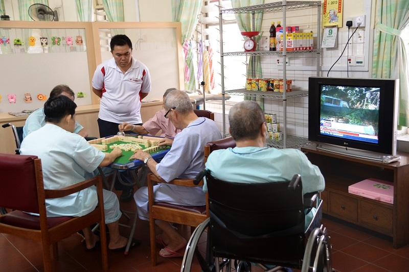20190925-elderly play mahjong.jpg