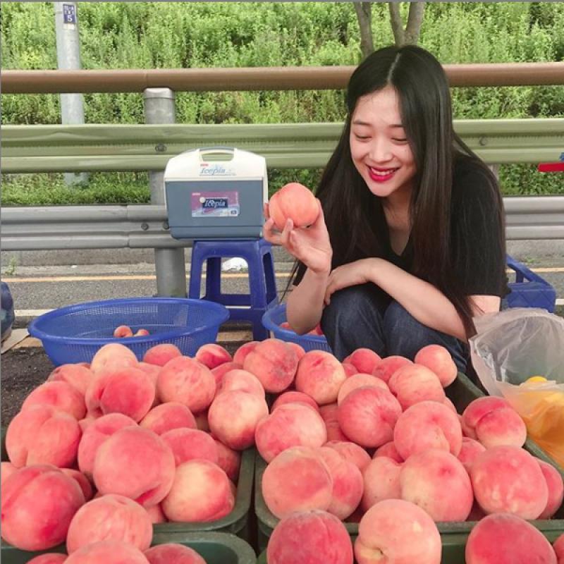 20191021-Sulli-peach.png