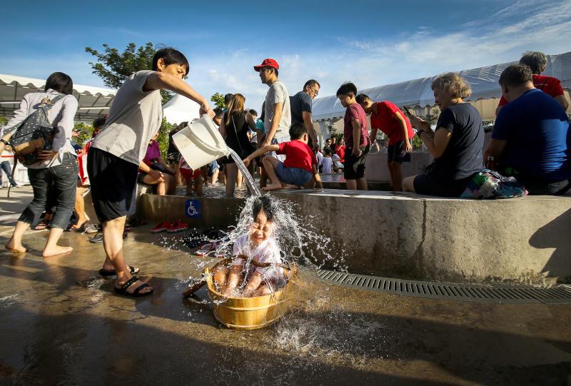 温泉洗澡 海峡时报 060120.jpg
