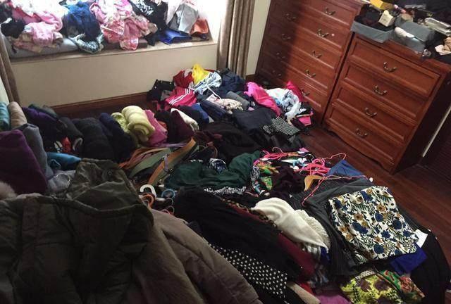 衣服堆积如山 0901.jpg