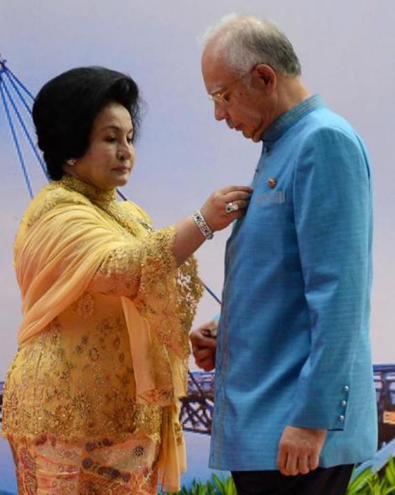 20200116-Rosmah adjusting.jpg