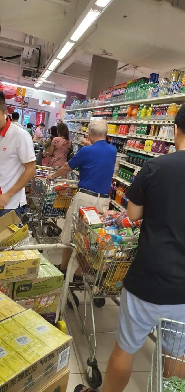 cashier04.jpg