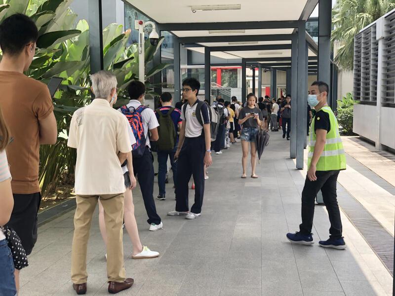 20200330-mall queue.jpg