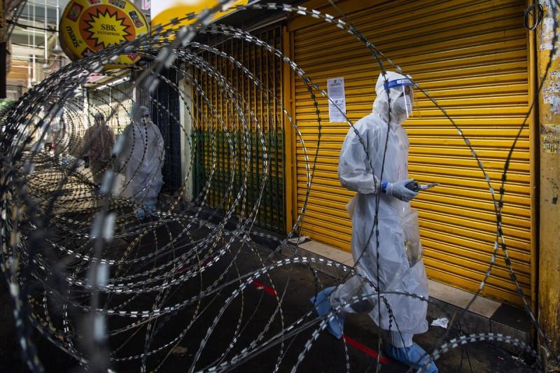 20200527-petaling medical workers in lockdown area.jpg