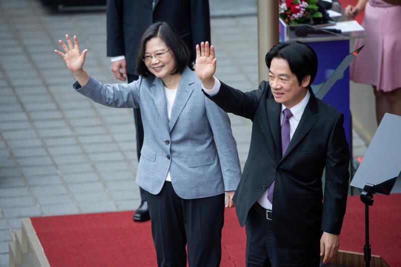 20200602-tsai ing-wen waving.jpg