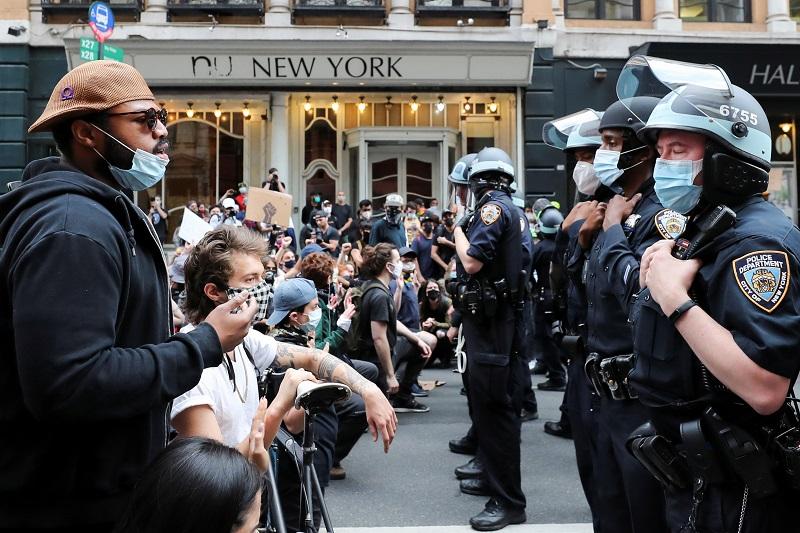 20200603-Police vs civilians Reuters.jpg