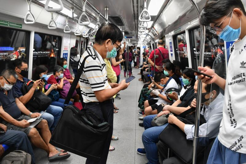 20200611-MRT train02.jpg