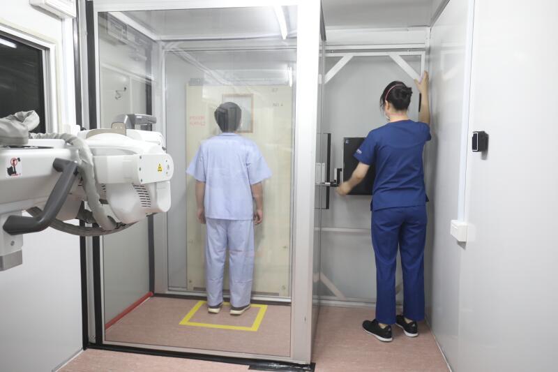 病房有点小