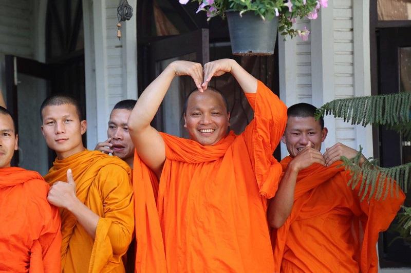20200817-monks.jpg