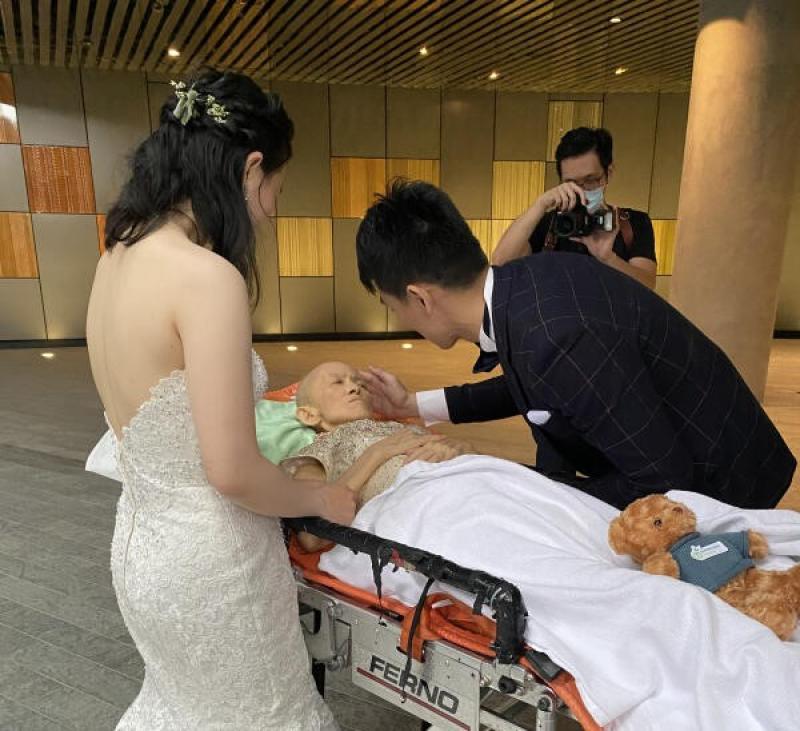 20201014 - Ambulance Wish Singapore - Couple & Mum.jpg
