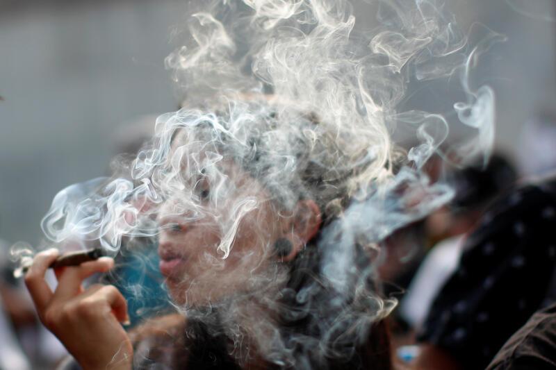 20201209-smoke cannabis02.jpg