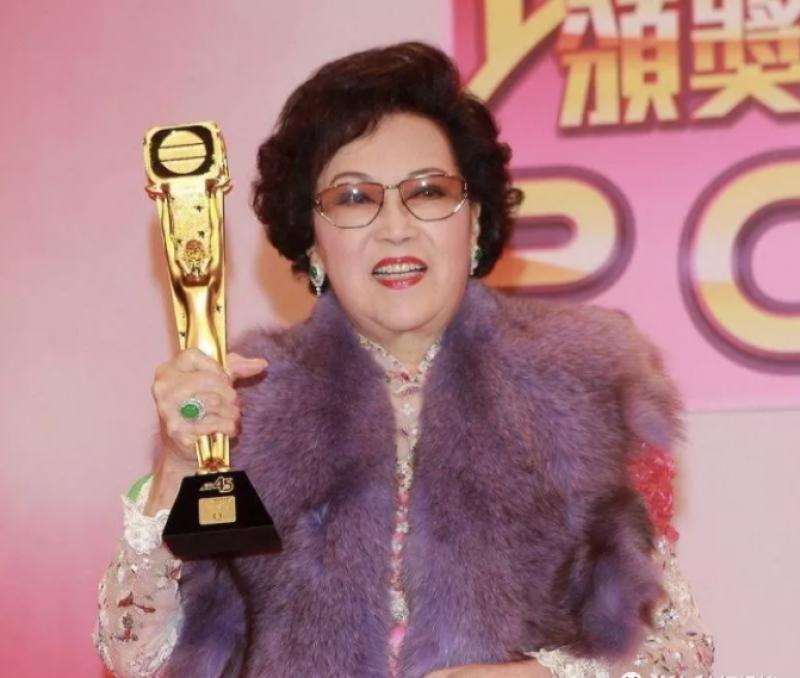 20210104-Lee Heung Kam trophy.jpg