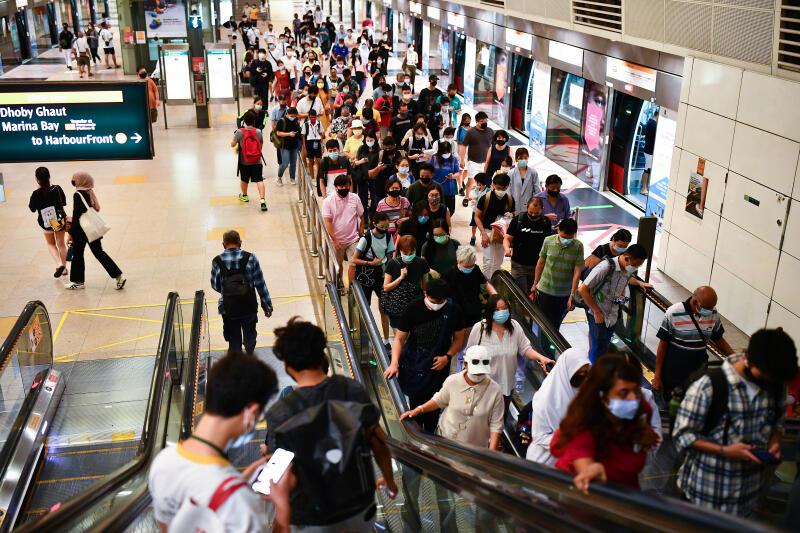 20210318-MRT crowd.jpg