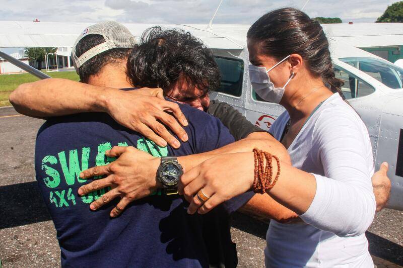 20210409 - Antonio Sena hug (AFP).jpg