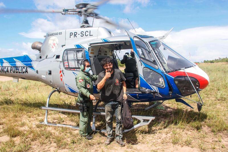 20210409 - Antonio Sena with helicopter (AFP).jpg